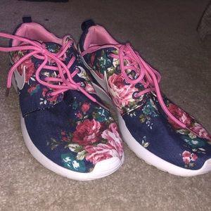 Nike floral roshes!!